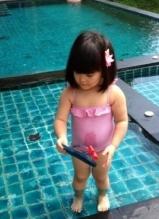 李湘与女儿秀比基尼照