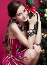 Angelababy圣诞节写真秀美腿
