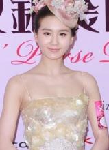 刘诗诗亮相马会活动 低胸吊带裙秀性感