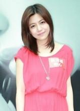 陈妍希露背超短裙性感亮相 被评唱功差心情低落