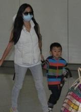 张柏芝儿子秘密返港 再次否认移民加拿大