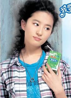 刘亦菲易建联代言伊利优酸乳广告写真旧照