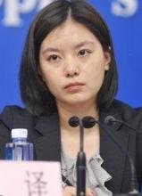 形似赵薇的美女翻译张京蹿红网络