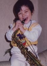 我是歌手邓紫棋童年照 玩转乐器显萌态