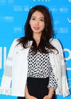 朴信惠粉丝签名会 黑白装扮时尚干练