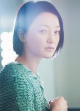 周迅登国际杂志创刊号 天然裸妆清爽出镜
