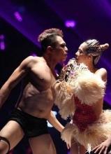 蔡依林北京个唱爆乳与裸男群舞