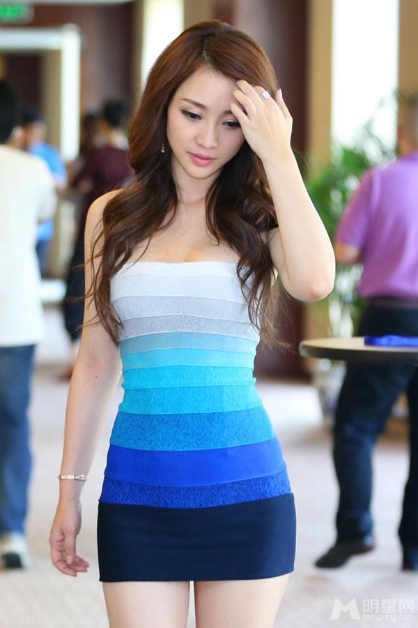 点击大图看下一张:柳岩齐P小短裙亮相 大秀豪乳小蛮腰(0)