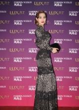 張馨予黑色修身豹紋長裙 盡顯性感完美身材