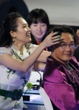 章子怡录制中国最强音现场调戏陈奕迅