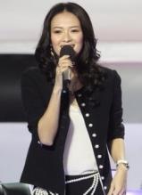 章子怡时尚装扮录制中国最强音