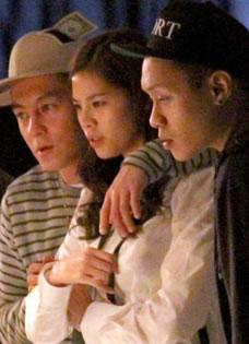 陈冠希与女友上海约会 甜蜜牵手秀恩爱