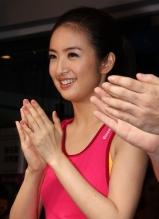 林依晨代言运动品牌 秀体操展青春活力