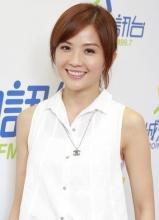 蔡卓妍清新现身电台 目前享受二人世界