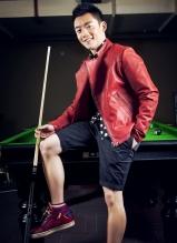 郑恺时尚写真 变身台球高手秀球技
