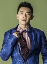 演员郑恺杂志写真玩转早春色彩