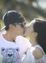 贾乃亮李小璐甜蜜拥吻 女儿小甜心看傻眼