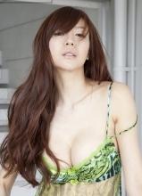 周韦彤日本拍写真 性感尺度再升级(上)