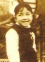 王菲与母亲童年合照曝光 大眼睛灵动可人