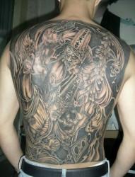 实足特性的满背诟谇无常纹身
