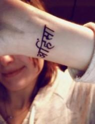 女生手腕好看的梵文刺青