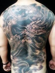 经典满背的龙纹身