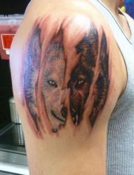 非常霸氣的狼頭紋身