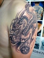大臂个性的招财神兽貔貅纹身