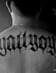 男生后背经典很酷的哥特字体纹身图片