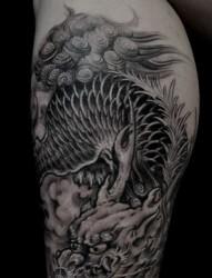 腿部个性的麒麟纹身