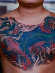 胸部霸气的麒麟纹身