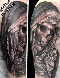 手臂上恐怖骷髅头纹身