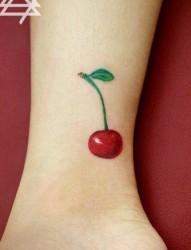 小巧个性的樱桃纹身