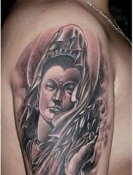 手臂上一款大气的观音纹身图案