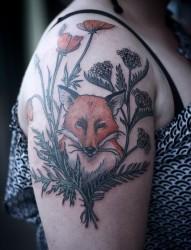 手臂上一款个性的狐狸纹身