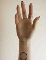 手臂狐狸英文纹身