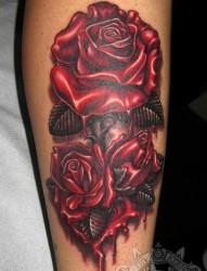 手部妖艳的玫瑰纹身
