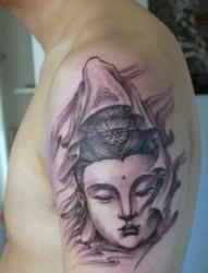 手臂上的嘎巴拉纹身
