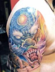 手臂上霸气的龙头纹身
