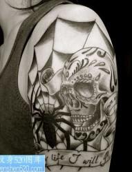 大年夜臂骷髅蜘蛛网纹身图案图案