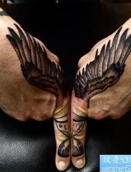 手部翅膀纹身图案