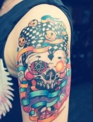 一款手臂彩色小丑紋身圖案