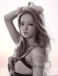 日本女星安室奈美惠的手臂紋身