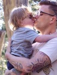有纹身的爸比 很有爱哦