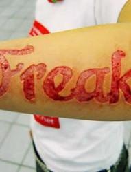让人震惊的割肉纹身