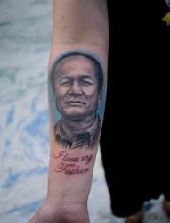 手臂人物肖像纹身