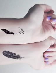 唯美漂亮的手臂羽毛纹身