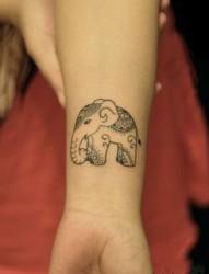 可爱的小动物女生手臂纹身