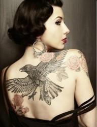 經典鷹雕紋身 女性不一樣的美
