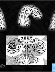 霸气超酷的一幅半甲图腾纹身图片作品